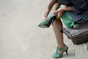 A magas sarkú cipő hatása talpa és sarka egészségére