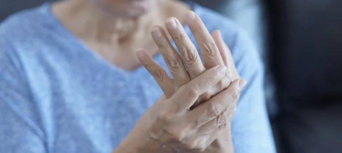 Hogyan kezelheti a reumás ízületi gyulladást?