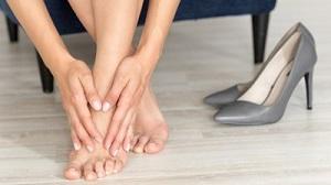 a láb ízülete fáj a hüvelykujj alatt)